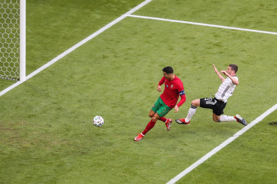 Cristiano Ronaldo i Robin Gosens
